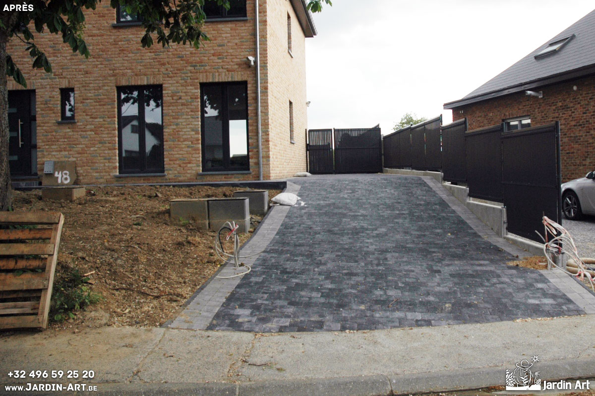 Am nagement plantations cl tures et espace avant d 39 une for Amenagement parking jardin